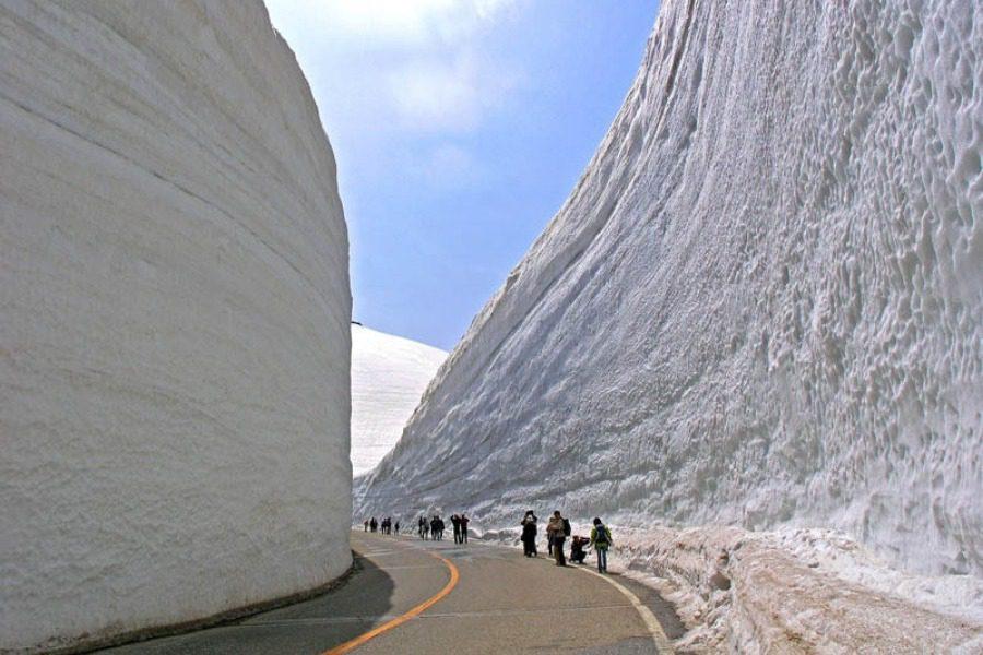 Τα πελώρια «τείχη του χιονιού» στην Ιαπωνία