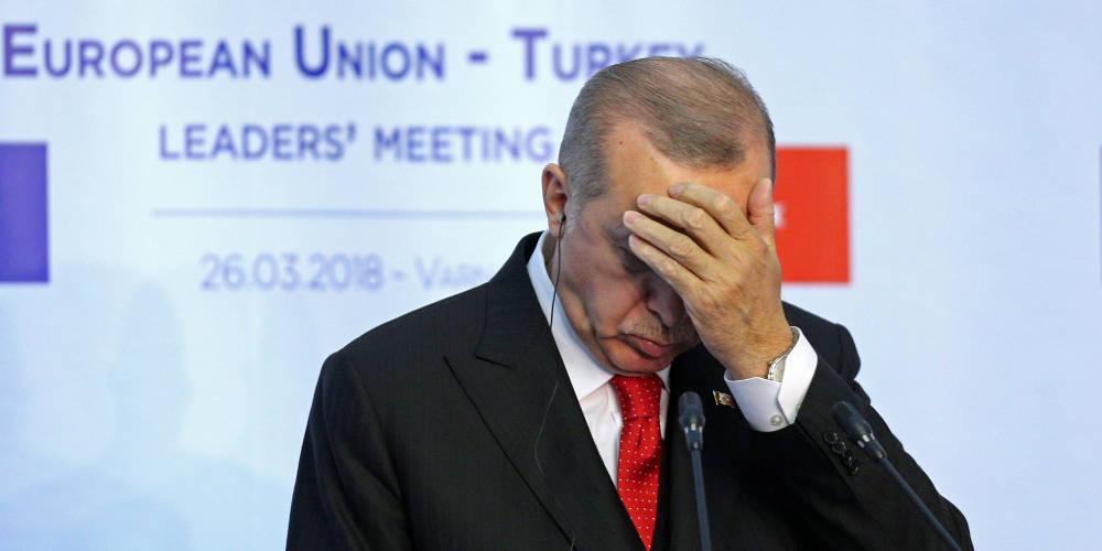 Σε απόγνωση ο Ερντογάν – Ελεύθερη πτώση και ιστορικό χαμηλό για την τουρκική λίρα