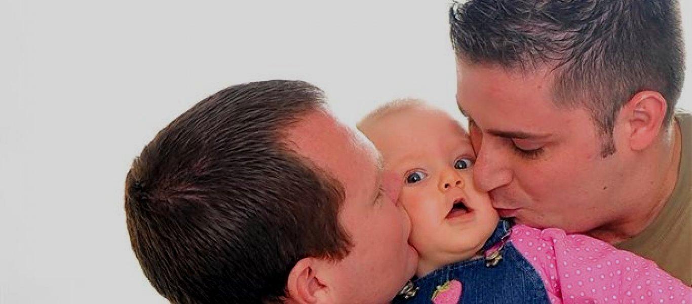 «Κόκκινο» υπουργείου Εργασίας σε υιοθεσίες από ομοφυλόφιλα ζευγάρια: «Οχι υιοθεσίες από ζευγάρια με σύμφωνο συμβίωσης»