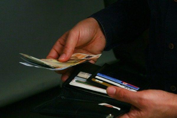 Ετοιμάζονται αλλαγές στις χρεώσεις στις κάρτες