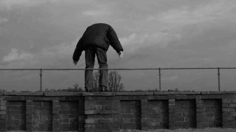 Στο ΠΑΓΝΗ ο άνδρας που απειλούσε να πέσει στο κενό