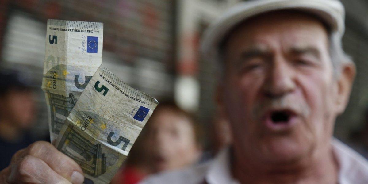 «Πονοκέφαλος» στους συνταξιούχους από τις νέες περικοπές – Δείτε αναλυτικά τα νέα ποσά σε Δημόσιο, ΙΚΑ, ΔΕΚΟ (φωτό)