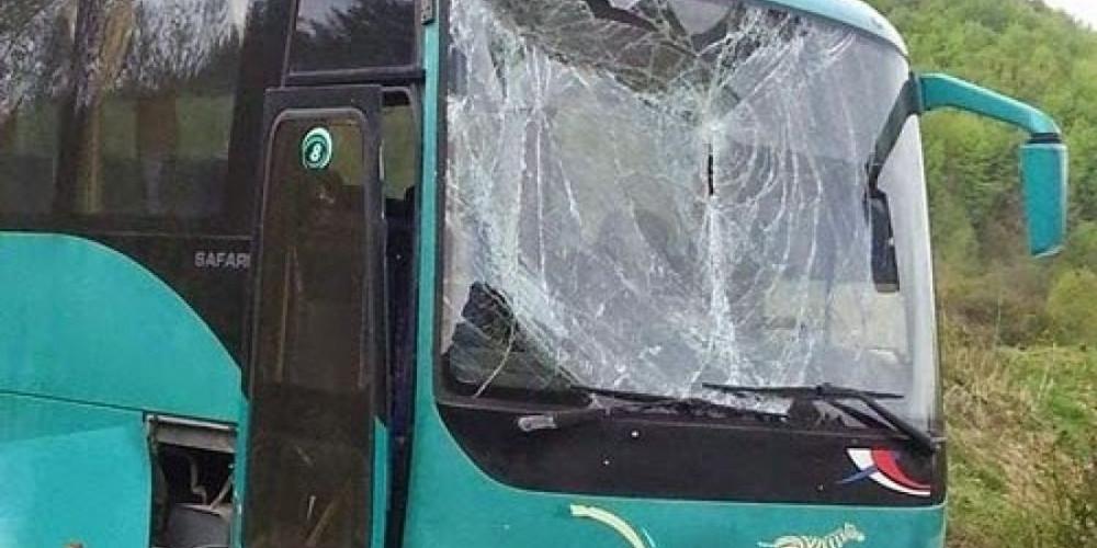 Μαθητικό λεωφορείο συγκρούστηκε με Ι.Χ. στην Θεσσαλονίκη