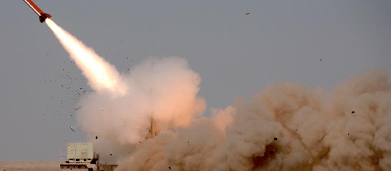 Το Ριάντ «under fire»: Αναχαιτίστηκαν 2(;) βαλλιστικοί πύραυλοι των Χούθι – Εκρήξεις στο κέντρο της πόλης