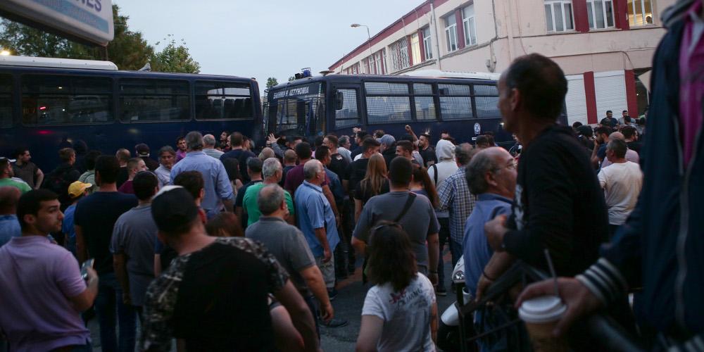 Mεγάλος αριθμός συλλήψεων για τα επεισόδια στη Μυτιλήνη [εικόνες]