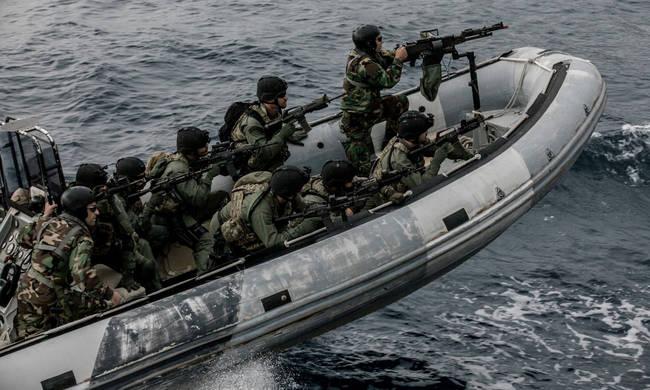 Κίνηση «ματ» από το ΓΕΕΘΑ: Αρματαγωγό με πάνοπλους πεζοναύτες θα πλέει συνεχώς στο Αιγαίο – Έτοιμοι να γαζώσουν τους Τούρκους κομάντος