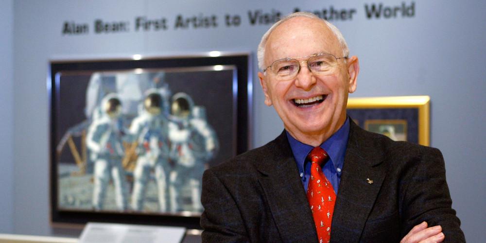 Πέθανε ο Aλαν Μπιν, ο τέταρτος άνθρωπος που πάτησε στη Σελήνη
