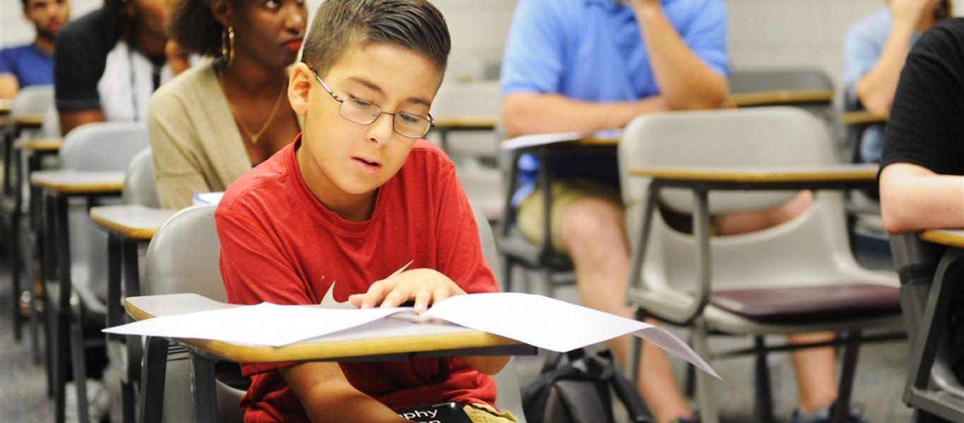 «Υπάρχει Θεός» – Ο 11χρονος Ελληνορθόδοξος απαντά στον Σ.Χόκινγκ και ισοπεδώνει την προπαγάνδα της ΝΤΠ – Βίντεο