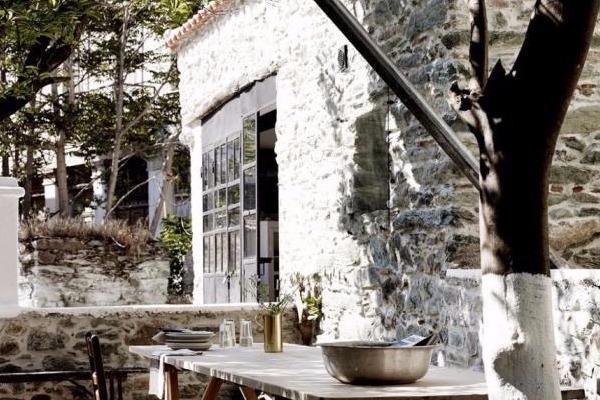 Δανοί αρχιτέκτονες κατασκεύασαν το πιο όμορφο εξοχικό στο Πλωμάρι