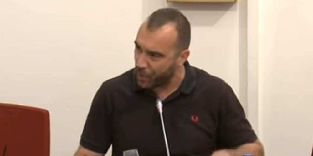 Χαμός στη Βουλή από Χρυσαυγίτη: Έχουν βίτσιο για παιδί και δεν παίρνουν κατοικίδιο [βίντεο]