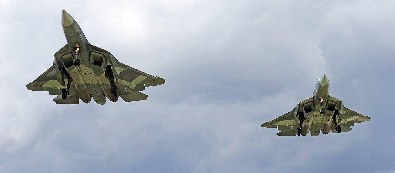 Αποκλειστικό: Drone καταγράφει χαμηλή διείσδυση δύο Su-57 για πρώτη φορά (βίντεο)
