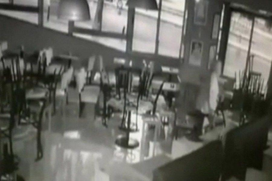Θεσσαλονίκη: Αστεγος που κοιμόταν σε καφετέρια πήρε στο κυνήγι επίδοξους διαρρήκτες