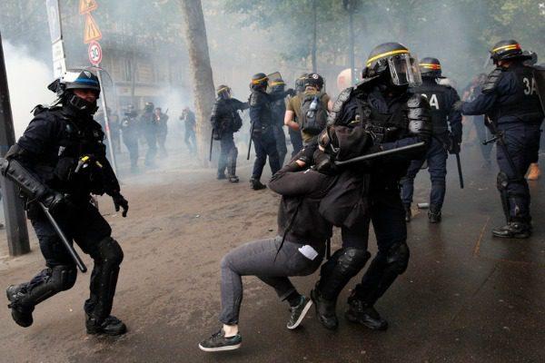 Επεισόδια με δακρυγόνα και πετροπόλεμο στο Παρίσι