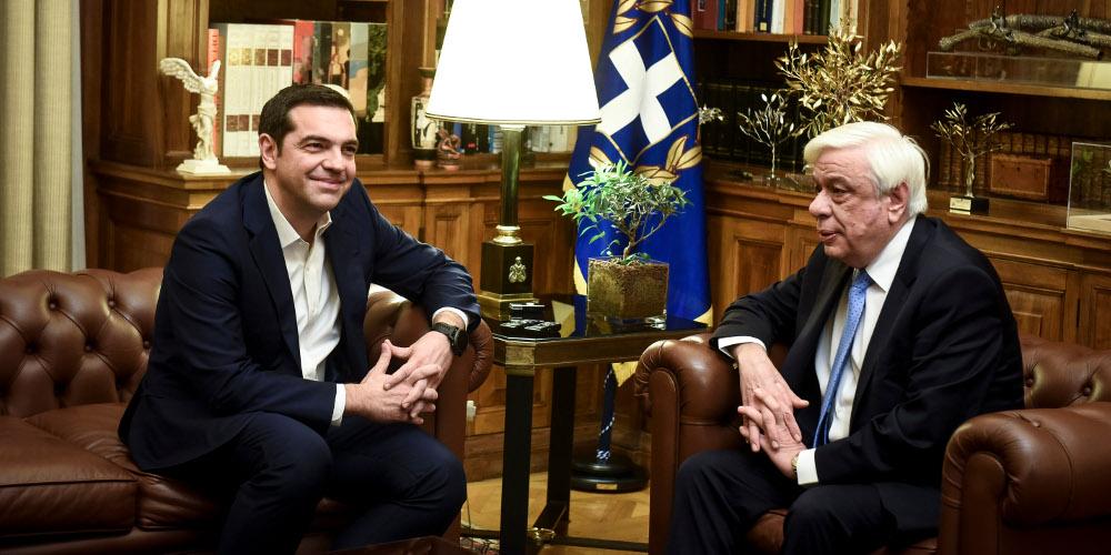 Τον Πρόεδρο της Δημοκρατίας και τους πολιτικούς αρχηγούς ενημερώνει ο Τσίπρας για το Σκοπιανό