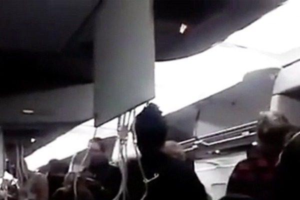 Πτήση του τρόμου: Αεροσκάφος έκανε «βουτιά» 30.000 ποδών σε 5 λεπτά