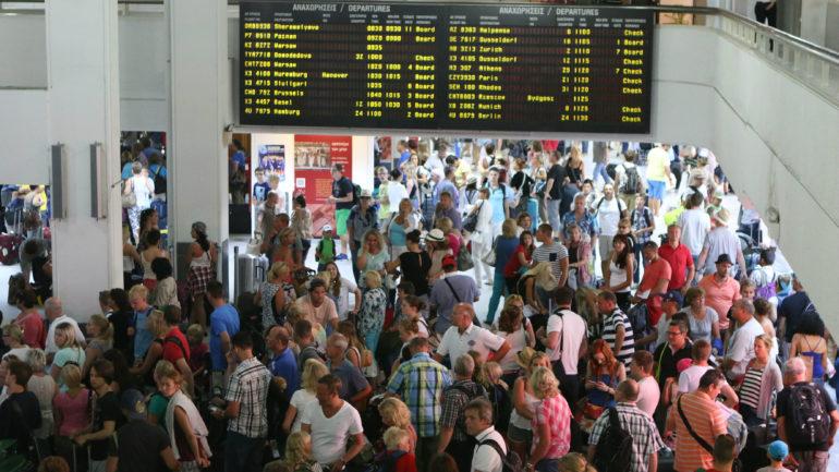 """Από την """"αυγή"""" της φαίνεται η σεζόν – 19% αύξηση στην κίνηση του αεροδρομίου Ηρακλείου !"""