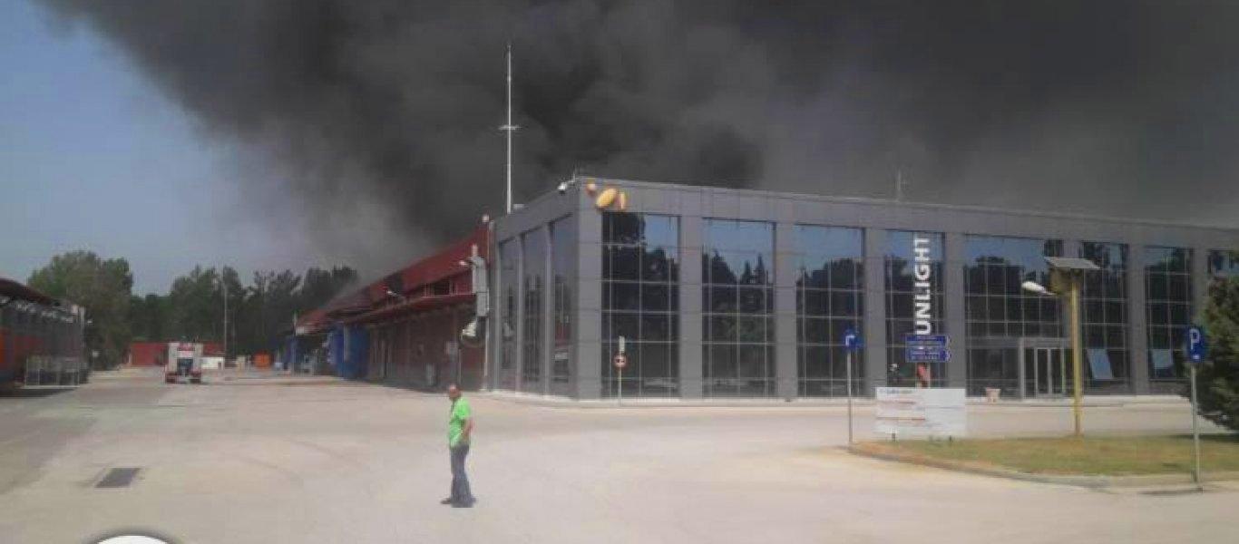 Αγωνία για περιβαλλοντική καταστροφή στην Ξάνθη από την φωτιά στην Sunlight – Εκκενώθηκαν δέκα χωριά!