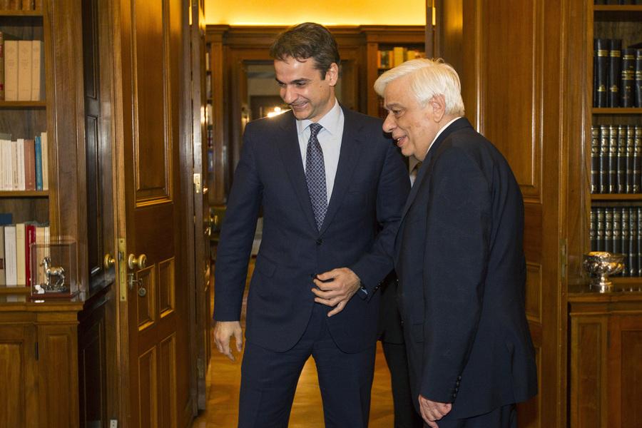 ΕΚΤΑΚΤΟ – Ο Κ.Μητσοτάκης εκτάκτως στον Π.Παυλόπουλο: «Ζητώ την παρέμβασή σας για να έρθει η συμφωνία στην Βουλή πριν υπογράψει ο Τσίπρας» – Βίντεο