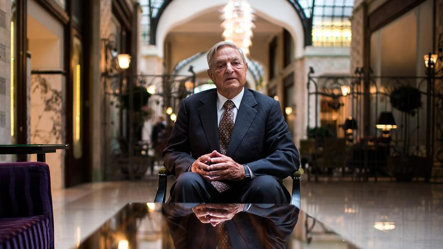 O Σόρος χάνει τον έλεγχο και βρίσκεται σε πανικό: Ο Αρχιερέας της ΝΤΠ κατηγορεί τον Τραμπ – «Θέλει να καταστρέψει τον κόσμο»