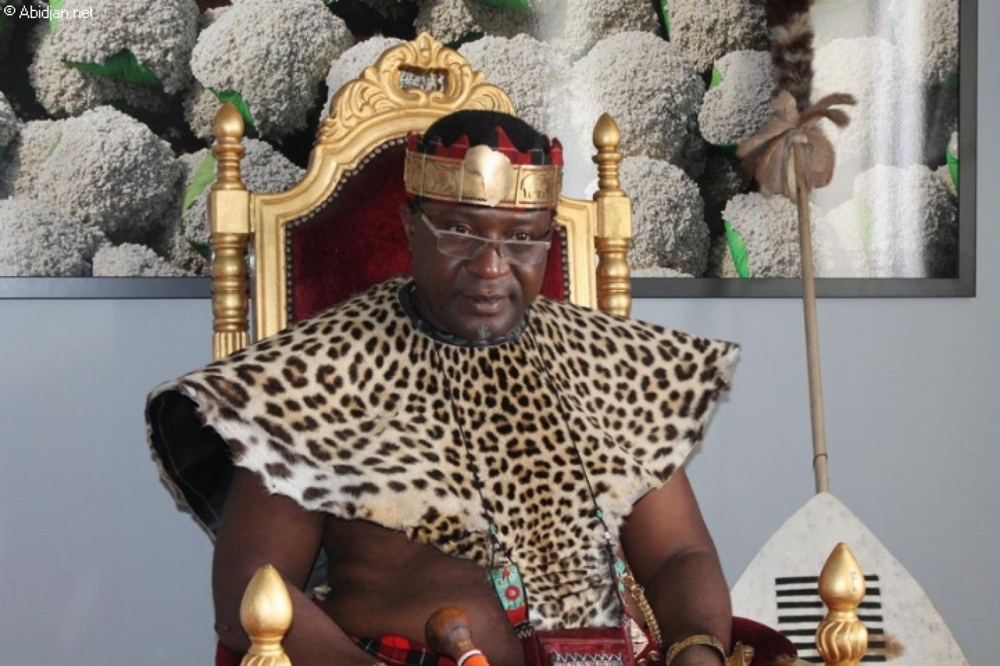 Αφρικανός βασιλιάς βαπτίστηκε Χριστιανός στο Άγιο Όρος (ΦΩΤΟ)