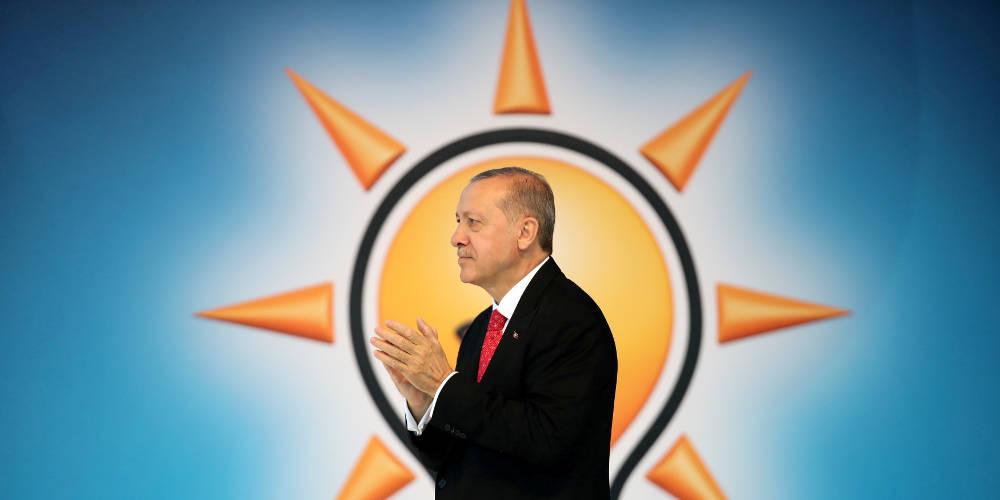 Σε δημοσκοπική κάμψη ο Ερντογάν – Η πτώση της λίρας «βόμβα» στα ποσοστά του