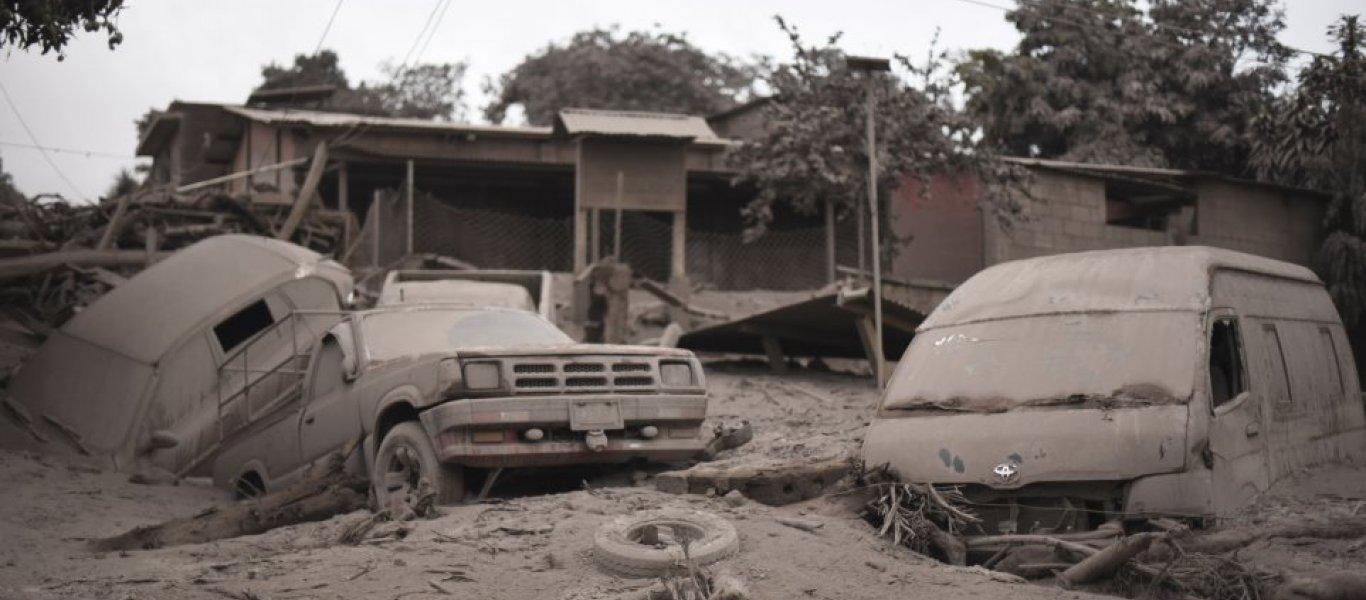 «Ομαδικός τάφος» η Γουατεμάλα: 99 νεκροί και 200 αγνοούμενοι από τις ηφαιστιακές εκρήξεις (βίντεο)