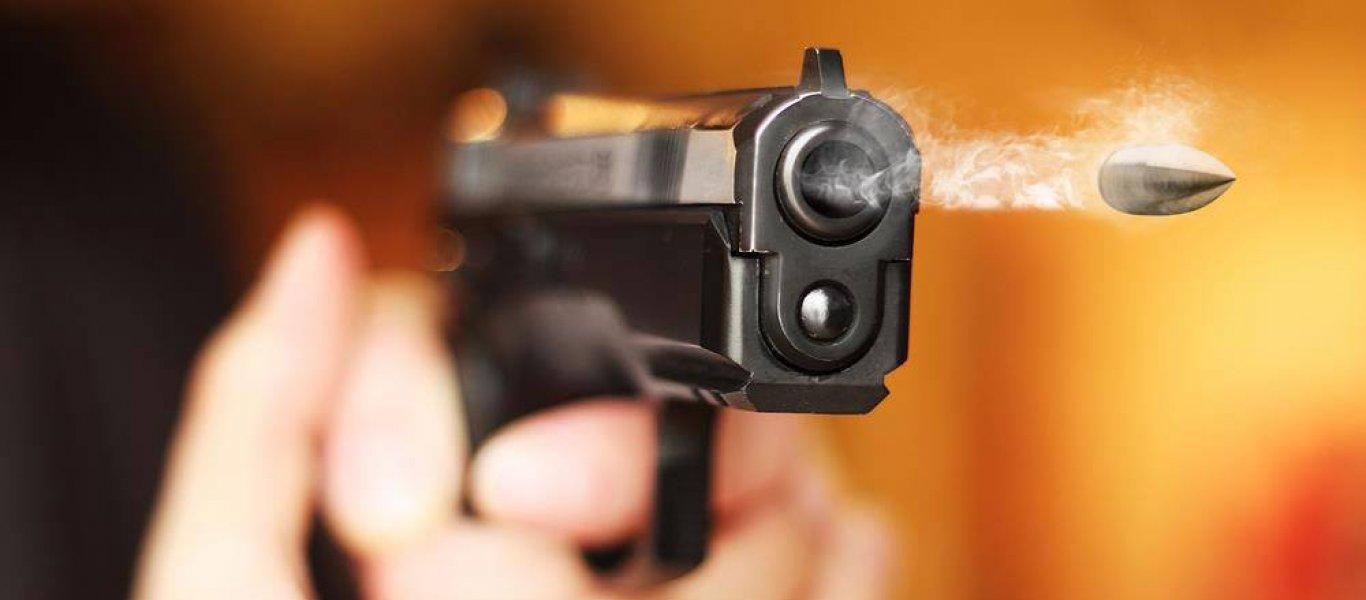 Κορονοϊός – Σοκ: Άρχισε να πυροβολεί γιατί μητέρα και γιος δεν τηρούσαν τις αποστάσεις