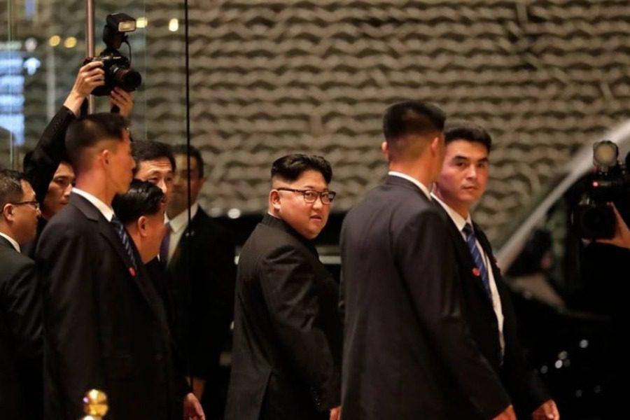 Αυτός είναι ο λόγος που ο Κιμ Γιονγκ Ουν πήγε στη Σιγκαπούρη με την φορητή του τουαλέτα