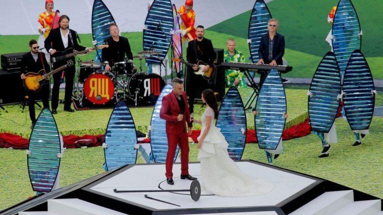 Μουντιάλ 2018: Η απρεπής χειρονομία του Robbie Williams στην τελετή έναρξης