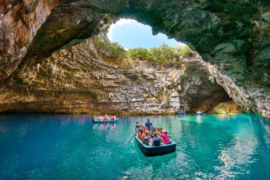 Το μαγικό λιμνοσπήλαιο της Μελισσάνης