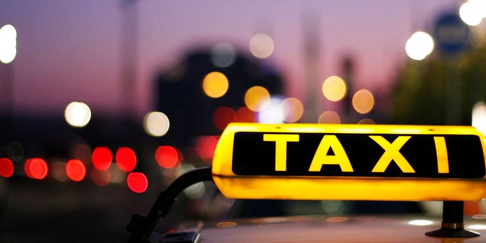 «Λαβράκια» φοροδιαφυγής: Ταξί χρέωσε 280 ευρώ τη διαδρομή Αθήνα-Λουτράκι!