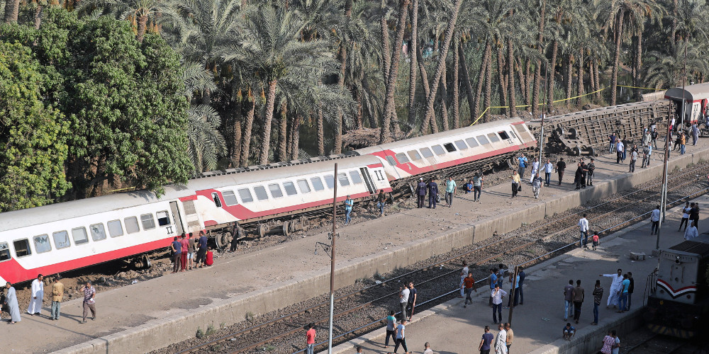 Εκτροχιασμός τρένου με τουλάχιστον 55 τραυματίες κοντά στο Κάιρο