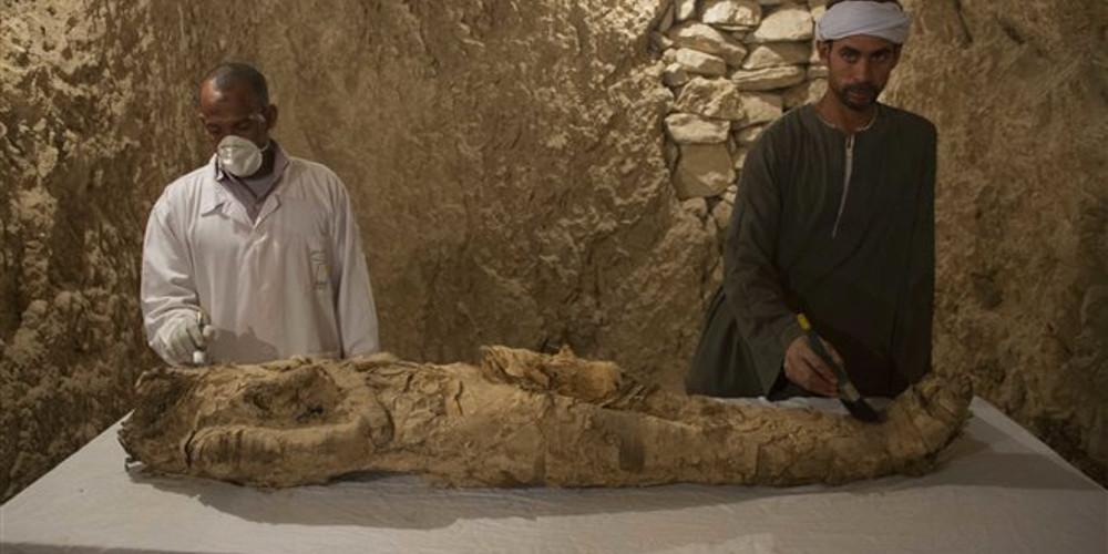 Άνοιξαν τη μυστηριώδη σαρκοφάγο στην Αίγυπτο- Τι λένε οι αρχαιολόγοι