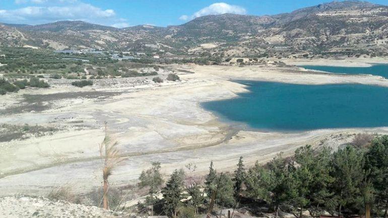 Παρ' ολίγον να μπλοκάρουν το νερό του Αποσελέμη… λόγω χρεών !