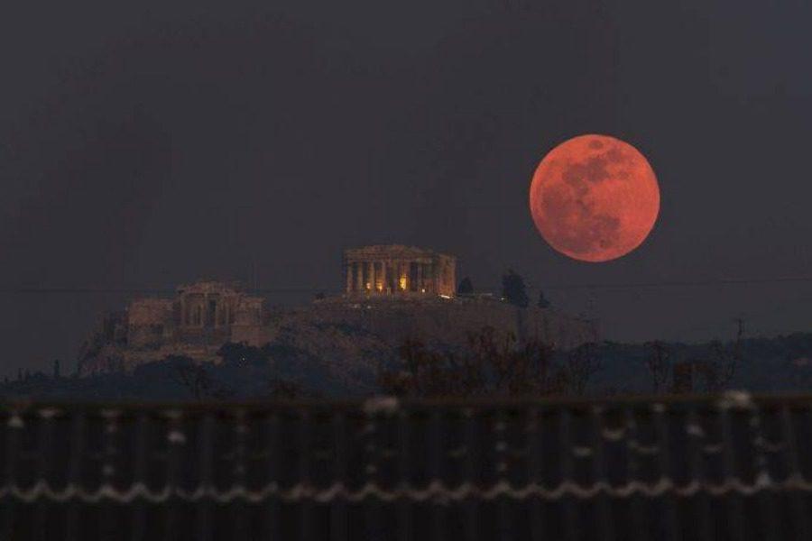 Απόψε το «ματωμένο φεγγάρι»