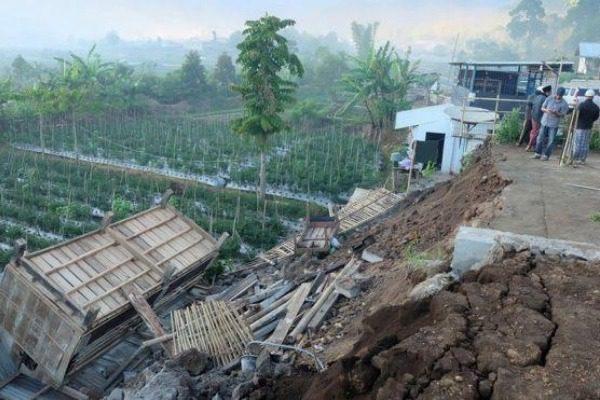 Τουλάχιστον 10 νεκροί από σεισμό στην Ινδονησία