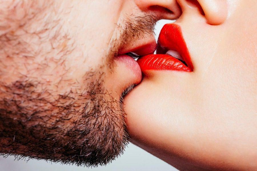 Τέσσερις ασθένειες που μεταδίδονται με το φιλί