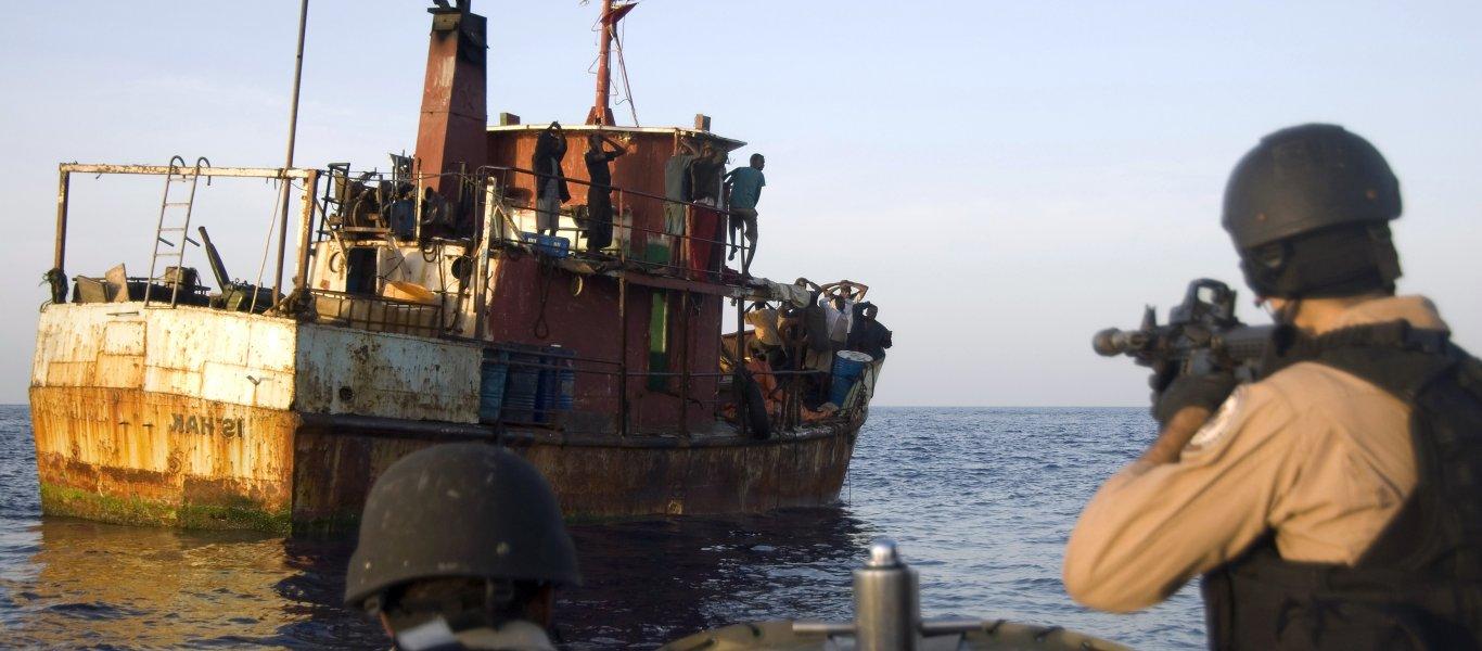 Μάχη σώμα με σώμα μεταξύ ΟΥΚ και πειρατών στον Κόλπο του Ομάν: Απέτρεψαν πειρατεία σε ελληνικό πλοίο!