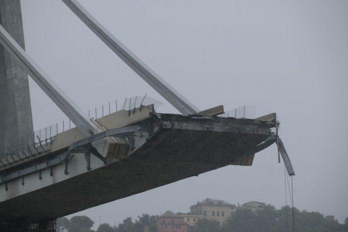 Τραγωδία στη Γένοβα με 35 νεκρούς – Κεραυνός η πιθανή αιτία κατάρρευσης της γέφυρας (pics & video)