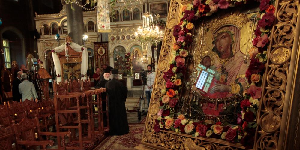 Δείτε live: Η θεία λειτουργία στην Παναγία Εκατονταπυλιανή της Πάρου και στην Παναγία Σουμελά στο Βέρμιο