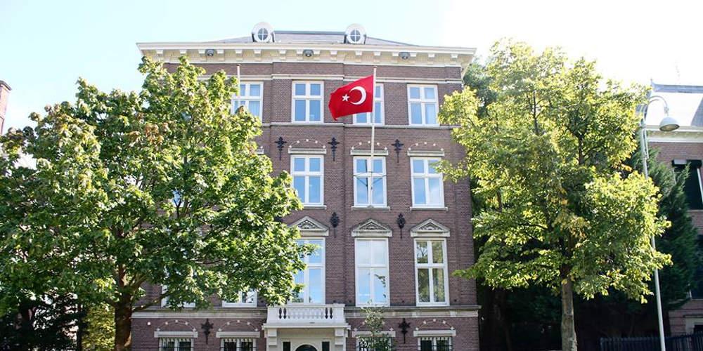 Επίθεση με εκρηκτικό μηχανισμό και μολότοφ στο τουρκικό προξενείο στο Άμστερνταμ