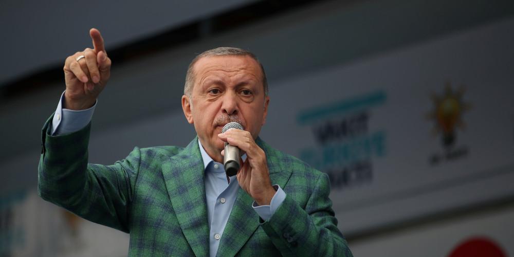 «Κλιμακώνεται ο πόλεμος» Ερντογάν -Τραμπ: Η Τουρκία θα μποϊκοτάρει αμερικανικά προϊόντα