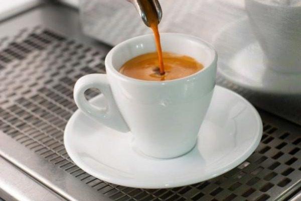 Πλήρωσαν 43 ευρώ για δυο καφέδες και δυο νερά