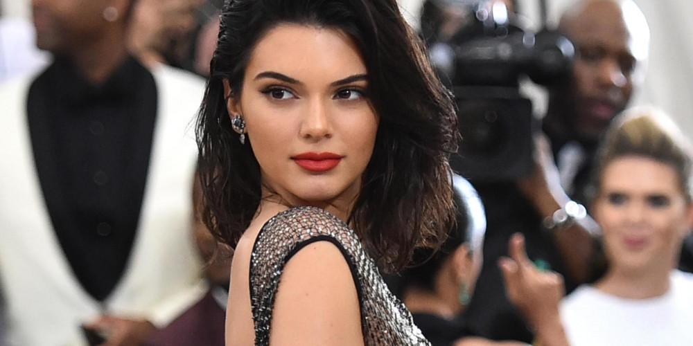 Είστε έτοιμοι; Η Kendall Jenner ποζάρει γυμνόστηθη και… όποιος αντέξει! [εικόνες]