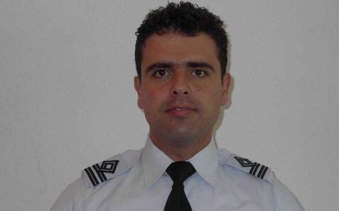 Αυτός είναι ο πιλότος που έχασε τη ζωή του – Αφήνει πίσω του δύο παιδιά