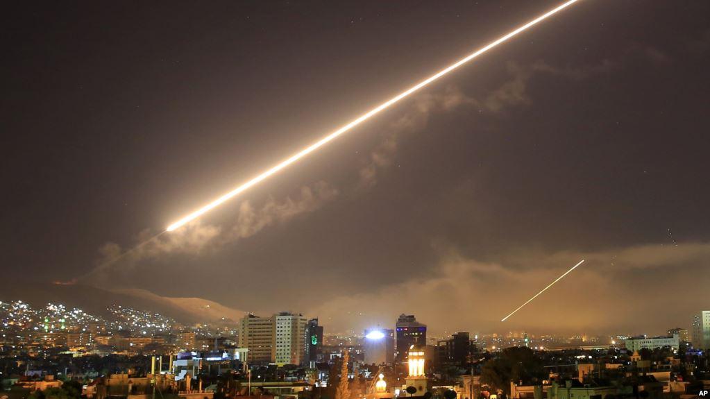 Προ των πυλών η «κόλαση» στη Συρία: Πληροφορίες για αμερικανική επίθεση σε τουλάχιστον 20 στόχους – Μεταφορά τουρκικών δυνάμεων στα σύνορα