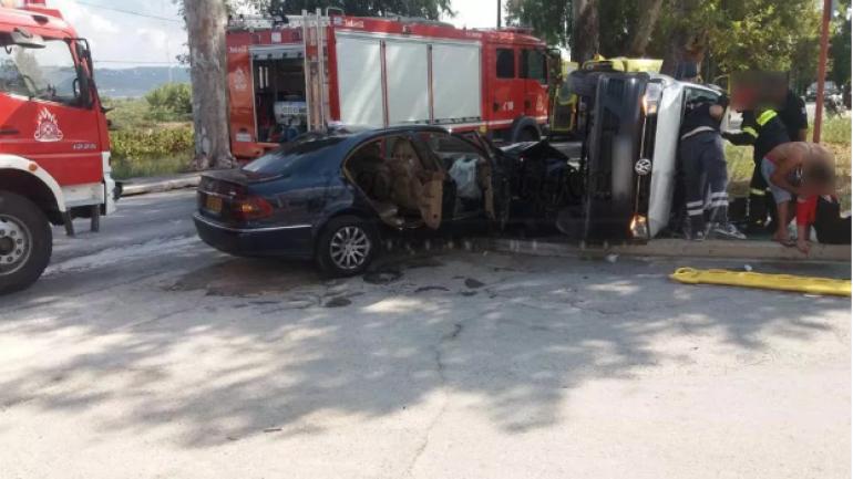 Τρομακτικό τροχαίο – Ταξί συγκρούστηκε με κλουβάκι!