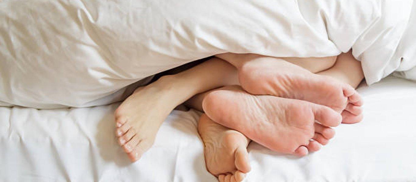 Χώρισε τον άνδρα της γιατί τον έπιασε στο κρεβάτι με την θεία του!