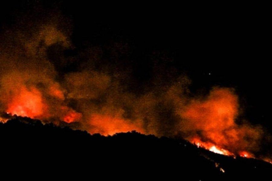 Ολονύχτια μάχη των πυροσβεστών με τις φλόγες στην Κεφαλονιά