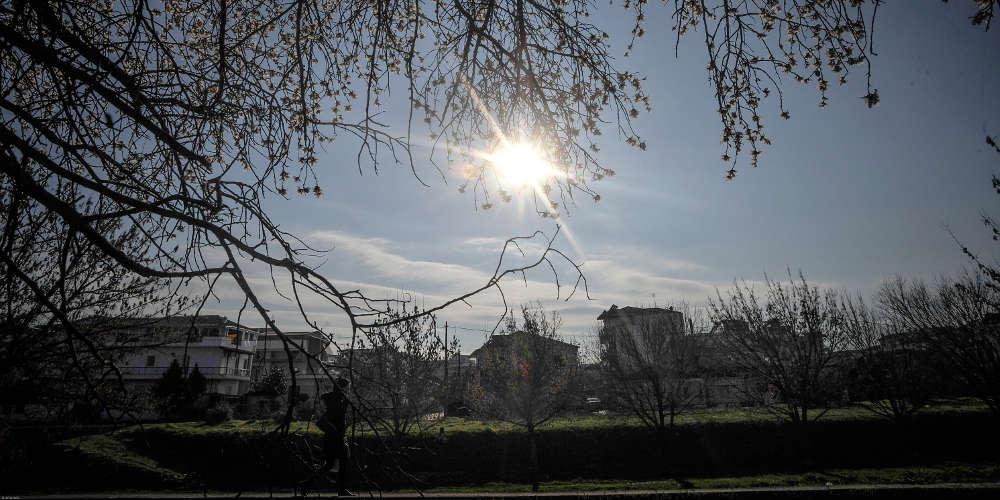 Πρόγνωση καιρού: Καλοκαιρινό το κλίμα και σήμερα με οριακή άνοδο της θερμοκρασίας